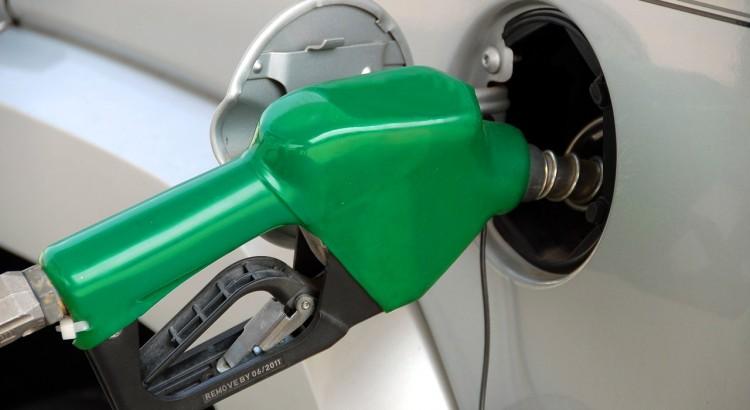 pumping-gas-1631634_1280